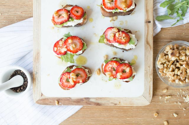 Guest Post: Ricotta, Strawberry and Arugula Crostini
